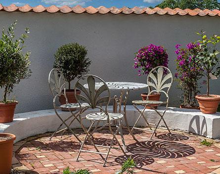 Villa Famiglia Have Iron Furniture With Italian Design